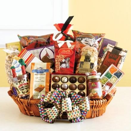 California Grand Gourmet Snack Food Basket – Christmas Holiday Gift Idea