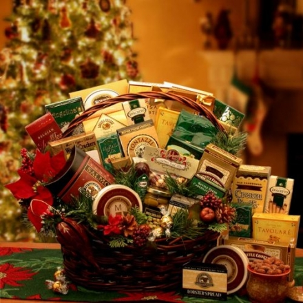 A Family Gathering Gourmet Holiday Gift Basket – Medium