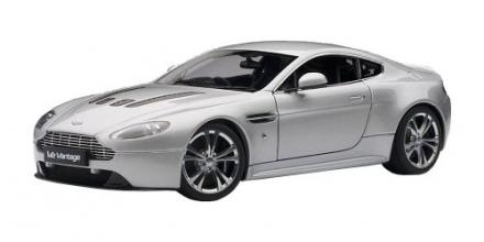 Aston Martin V12 Vantage 2010 (Silver)